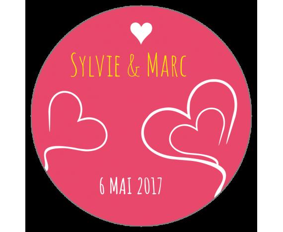 étiquette mariage fond rose et coeurs contour blanc